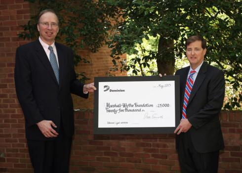 Hunter Applewhite (right) presents William & Mary Law School Dean Davison Douglas with a $25,000 check. (Courtesy William & Mary)