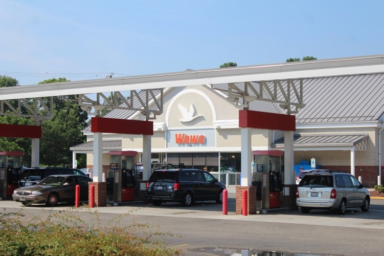 A man said he and his girlfriend were forced to withdraw cash from the ATM at Wawa on Merrimac Trail. (Ty Hodges/WYDaily)