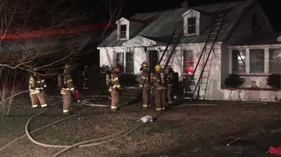 Firefighter sustains minor injury in overnight fire in York County