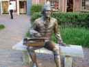 A statue of Thomas Jefferson sits in Colonial Williamsburg. (Courtesy ComputerGuy/Wikimedia Commons)