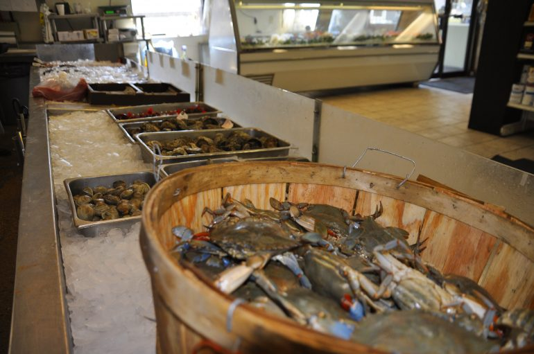 Crabs and other seafood has been iced down early on a Saturday morning at Dockside (Rami Yoakum/Southside Daily)