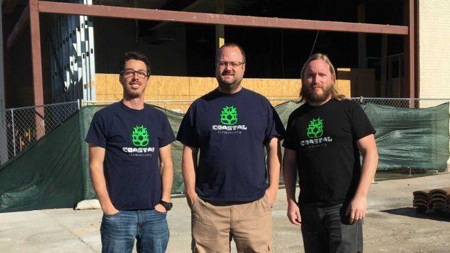 Mike Ruppert, David Lamb et Brandon Samuels, copropriétaire de Coastal Fermentory, ouvriront leurs portes au centre-ville de Newport News. (Quotidien / Courtoisie de Coastal Fermentory)
