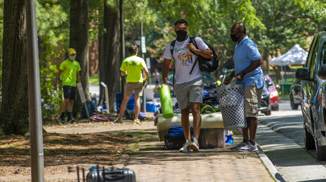New students followed COVID-19 safety protocols as they moved in to residence halls Aug. 12-14. (WYDaily/Jim Agnew, W&M News)
