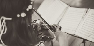 As schools prepare for virtual learning, music students also brace for a unique experience. (WYDaily file/Courtesy of Unsplash)